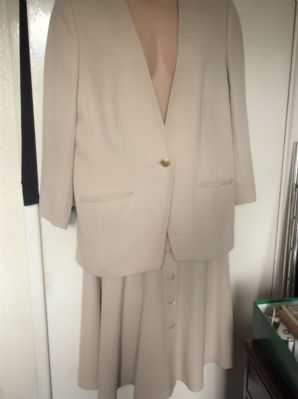 LADIES CREAMY BEIGE JACKET & SKIRT SUIT LUCIA SIZE 16 WOOL MIX LOVELY BUTTONS